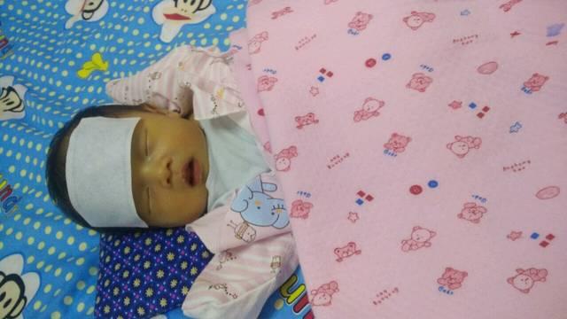 出生8天宝宝发高烧_刚出生8天的宝宝,突然发高